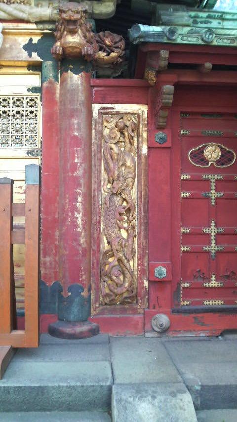 上野東照宮唐門の左甚五郎作『昇り龍』